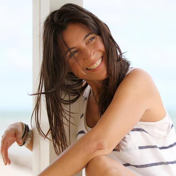 Sonia Encinas Porfesora de Yoga Bikram Yoga, Hatha y Asthanga Equipo